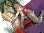 Francesca Le and Ashli Orion have kinky licking session