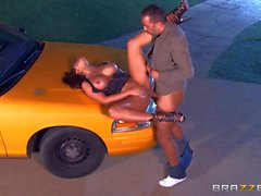 Stacked Beauty Destiny Dixon gives it to taxi driver