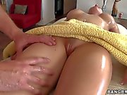 Pornstar Rachel Roxxx gets oiled and massaged