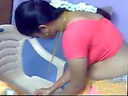 Aunty correcting her saree exposing her boobs and navel