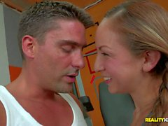 Shaved pussy Latina Sofia Cruz takes dick at the gym