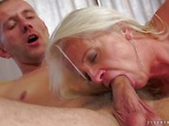 Mature womans nailed by a stiff dick in her asshole