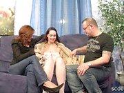 Paar wird bei ihrem ersten Dreier mit Teeny gefilmt