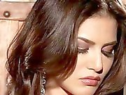 Big tits babe Sunny Leone masturbates