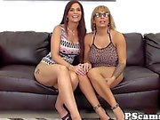 Pussylicking Alyssa Lynn in lesbo webcamshow