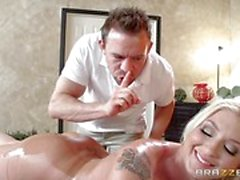 Leya Falcon cheats with her hot masseur