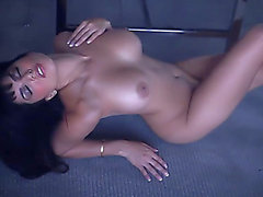 Charming dark brown wench with great rack Sunny Leone goes wild on the floor