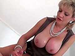 Adulterous uk mature lady sonia shows her massive boobs